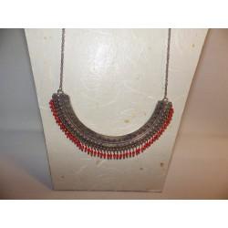 Plastron ZAMAK, chaîne inox, perles en verre