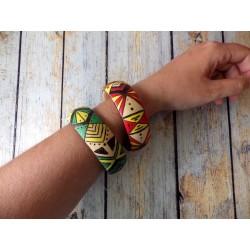 Bracelet jonc bois gravé et peint