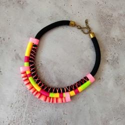 Colliers corde et fils néon