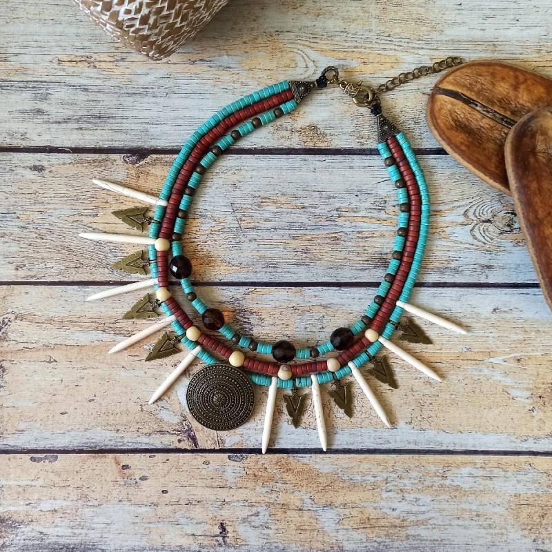 Collier heishi et pointes pierre, pendentifs métal