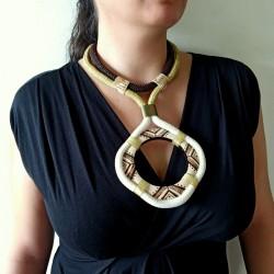 Colliers maxi plastron, bois, corde et métal